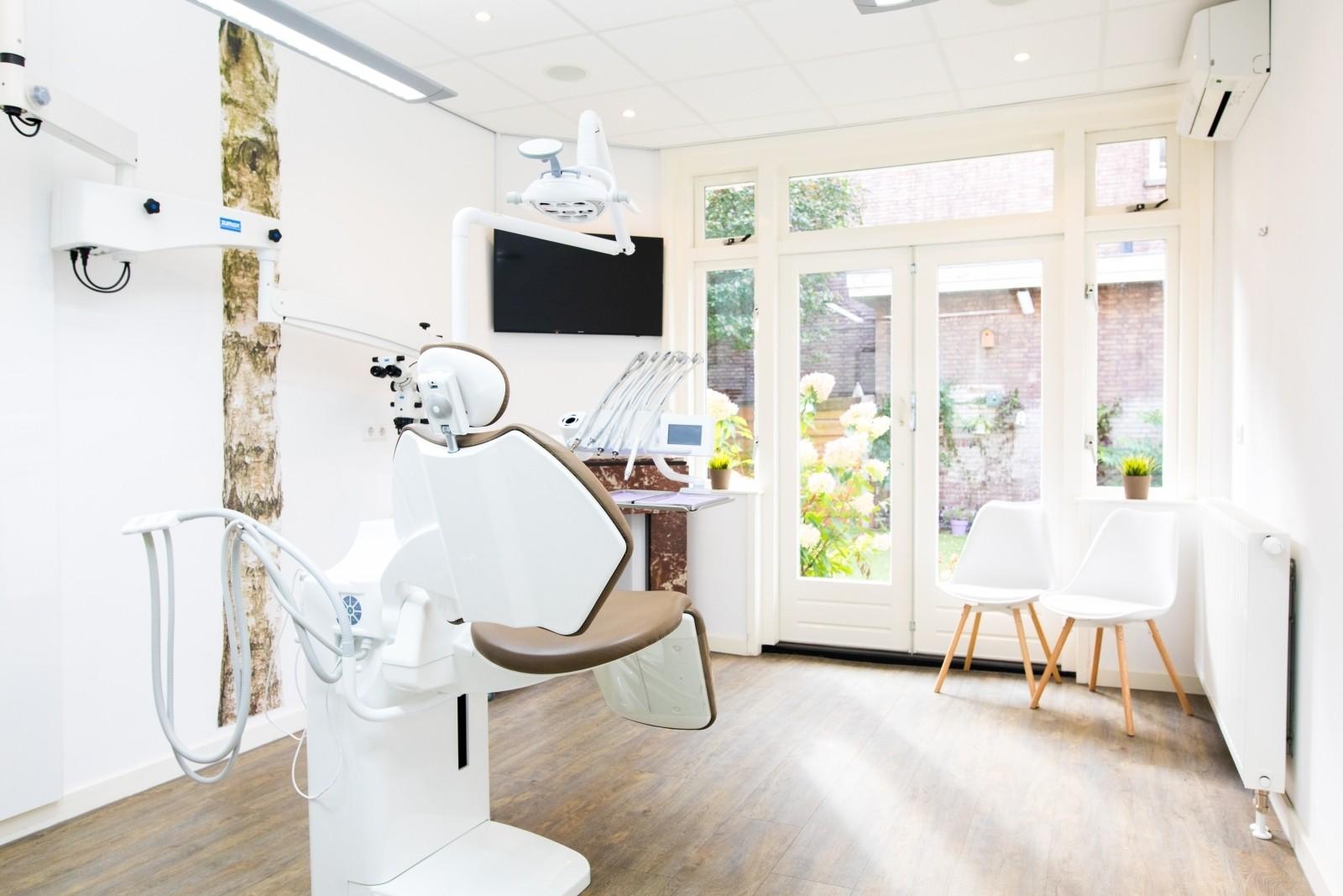 Behandelkamer bij de Haagse Tandarts. Tandartspraktijk in Den Haag – Benoordenhout.